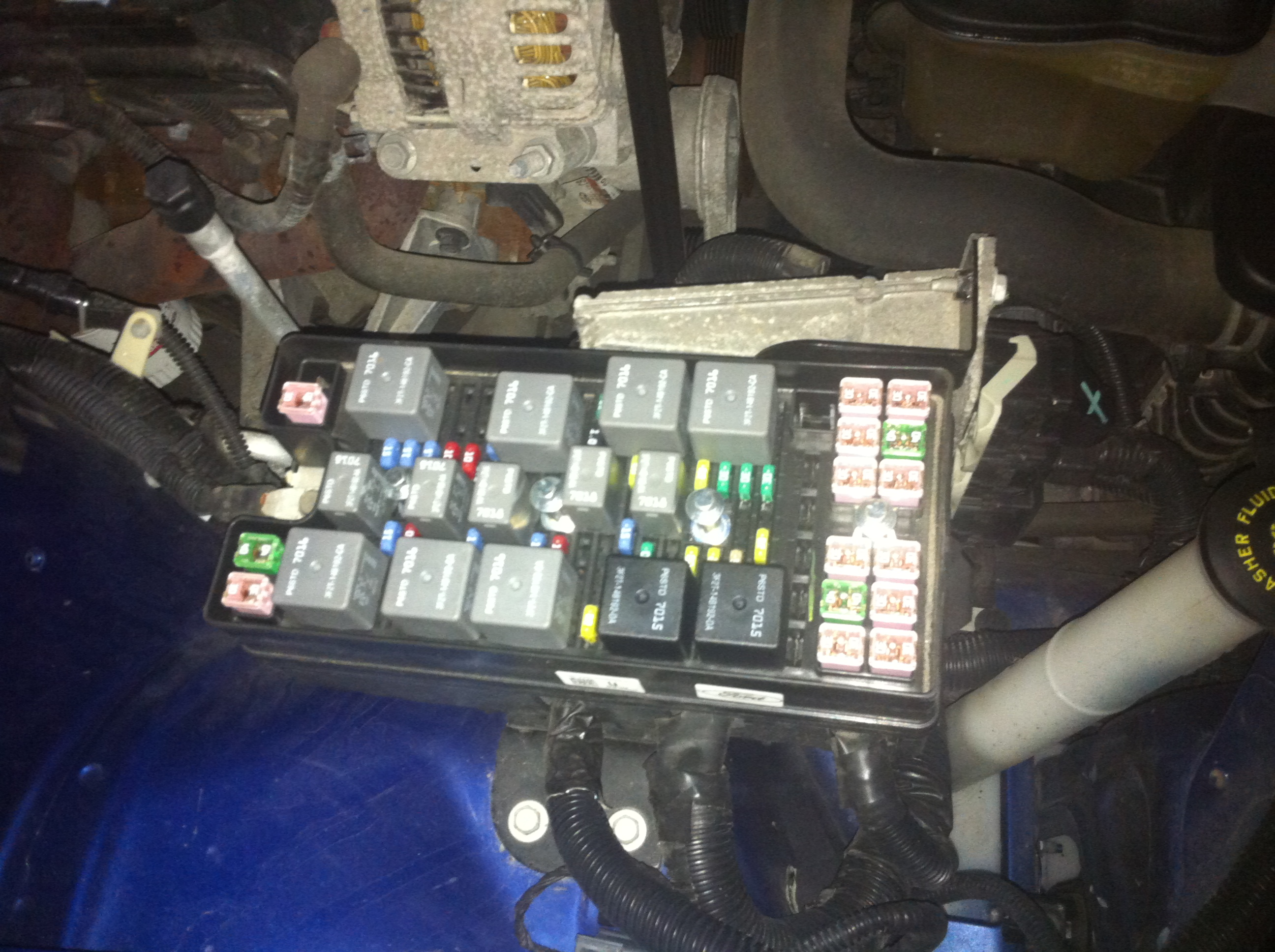 how to unlock my trunk on my 2007 ford mustang convertible? car 2007 mustang fuse box cover at Fuse Box 2007 Mustang
